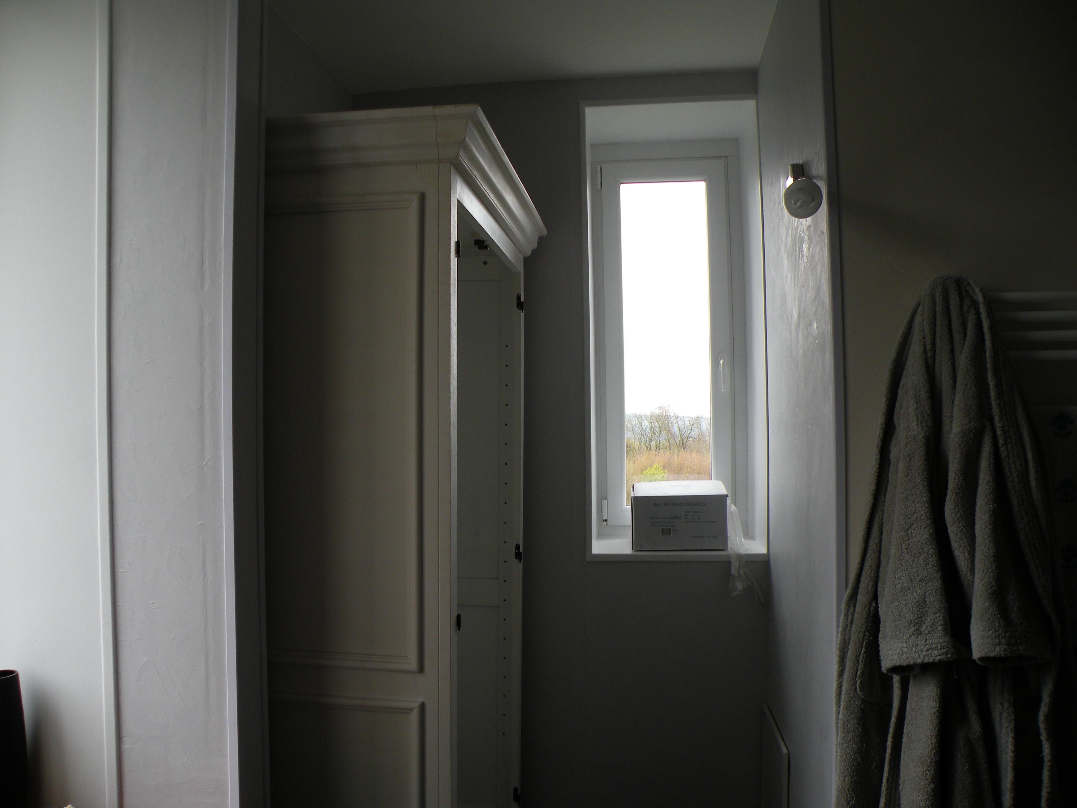 une armoire bleu azur. Black Bedroom Furniture Sets. Home Design Ideas
