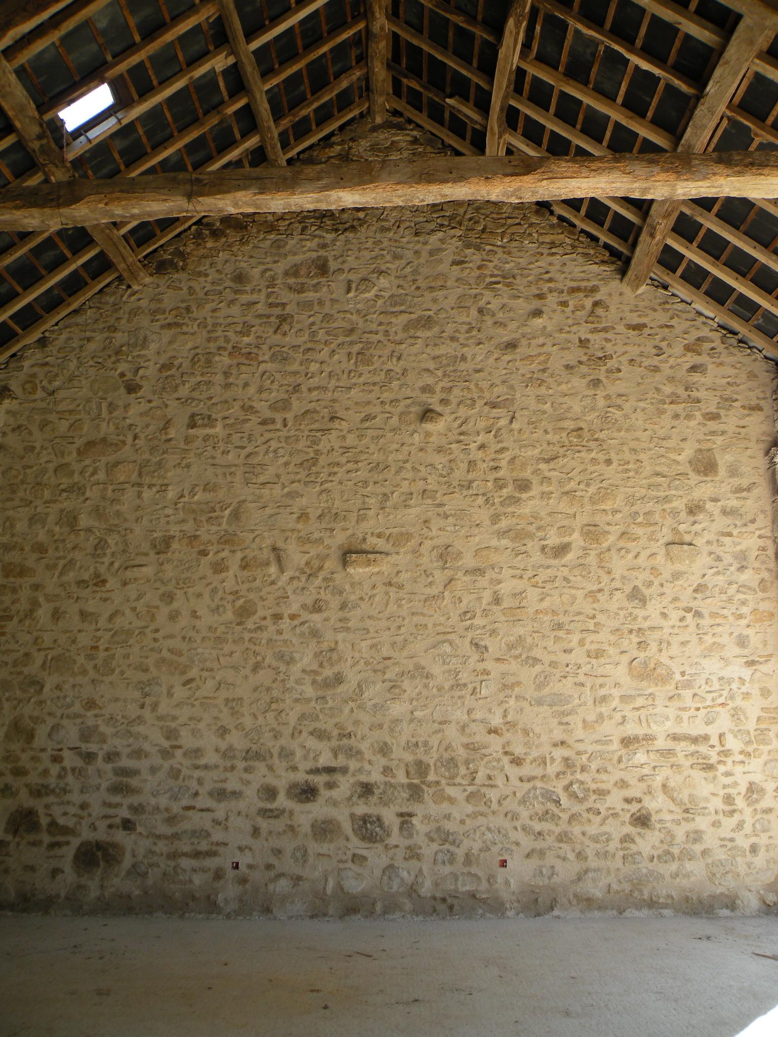 Des appuis et des seuils for Mur en pierre apparente interieur