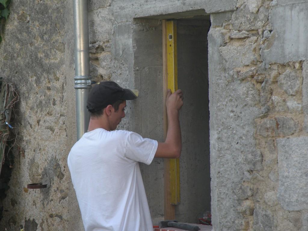 Deux portes et quatre fen tres for Embrasure de fenetre