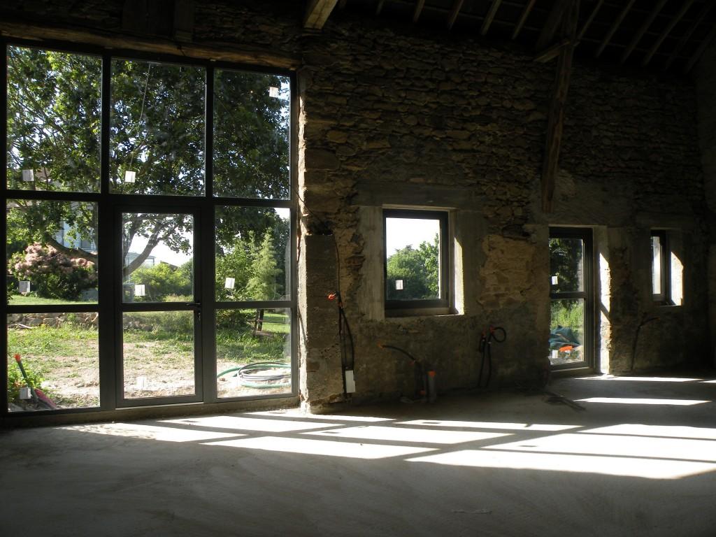 deux portes et quatre fen tres. Black Bedroom Furniture Sets. Home Design Ideas