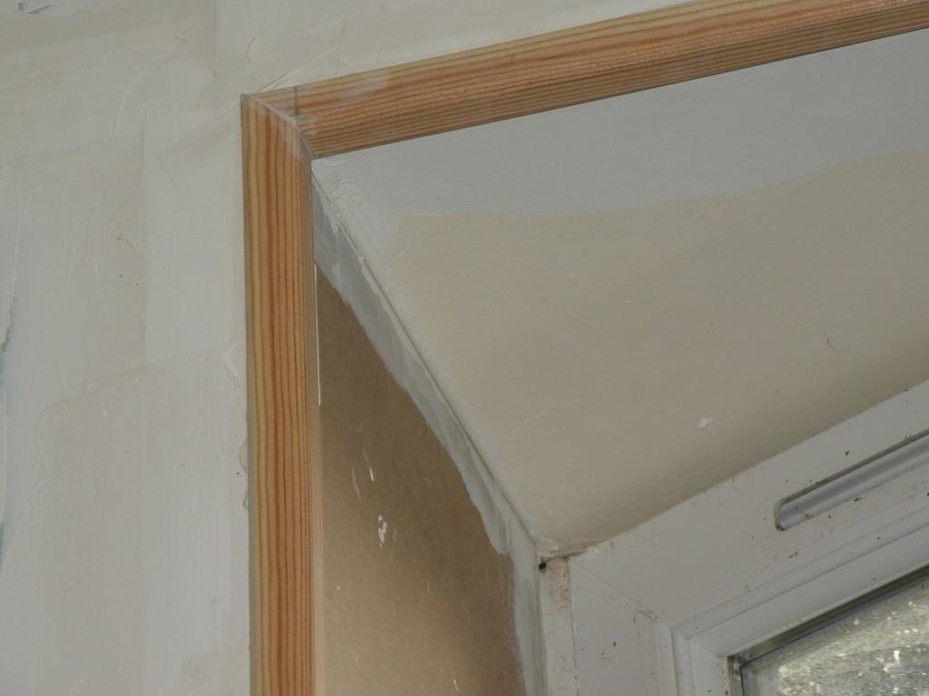 Dans le r tro les fen tres de la salle de bain for Encadrement de fenetre en bois