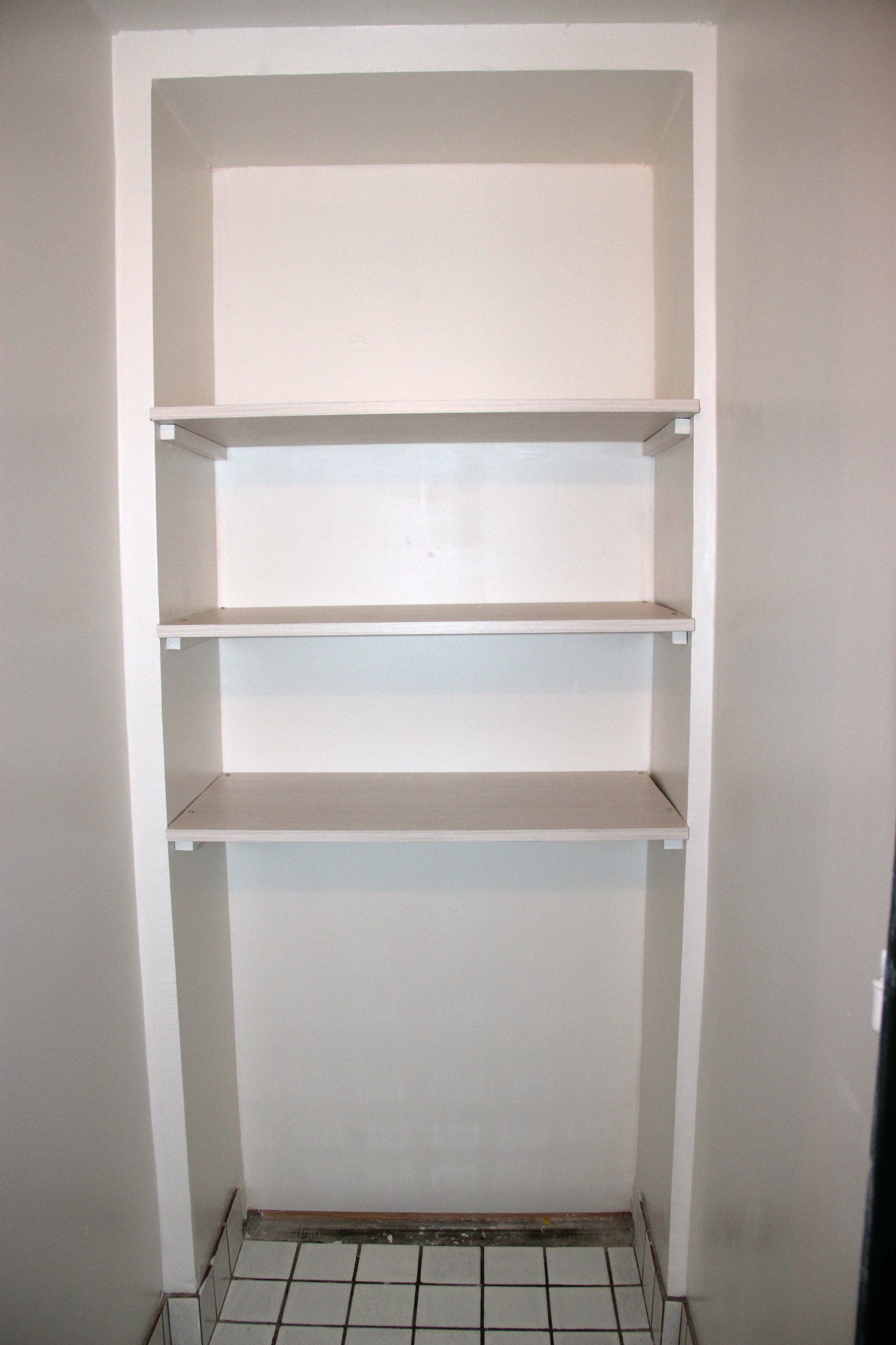 Le linge au propre - Comment fixer des etageres ...